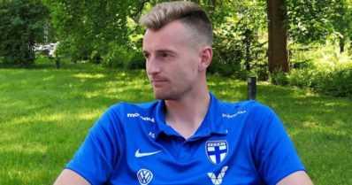 """Huuhkaja-vahti Lukas Hradecky yllätti karaokessa Barcelonassa: """"Oli hyvin suomalaiset juhlat"""""""