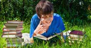 10 syytä miksi lukeminen kannattaa – hyötyä elämässä menestymiseen