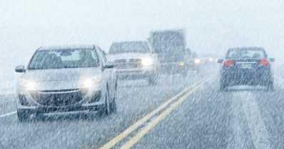 Huono ajokeli haittaa paluuliikennettä – lumi- ja räntäsateita odotettavissa