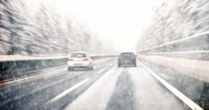 Kainuuseen ja Pohjois-Karjalaan luvassa lumimyräkkää – kesärenkailla ei pidä lähteä liikenteeseen