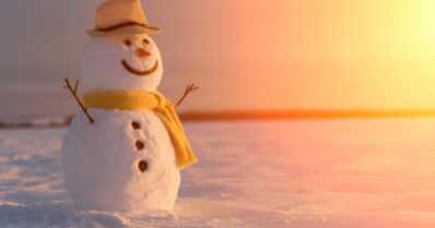 Lumileikit halutaan suojella osana Unescon maailmanperintöä – talven lämpeneminen uhka lumiukoille