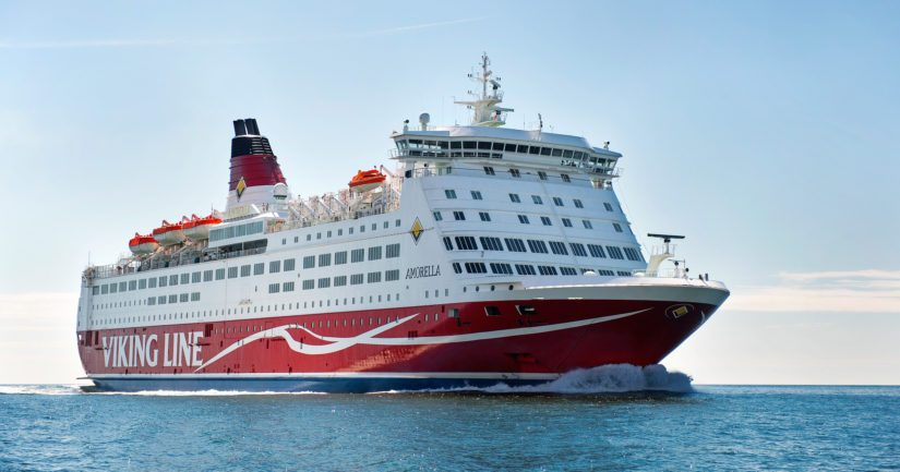 M/S Amorellalla on noin 200 matkustajaa ja 80 miehistön jäsentä.