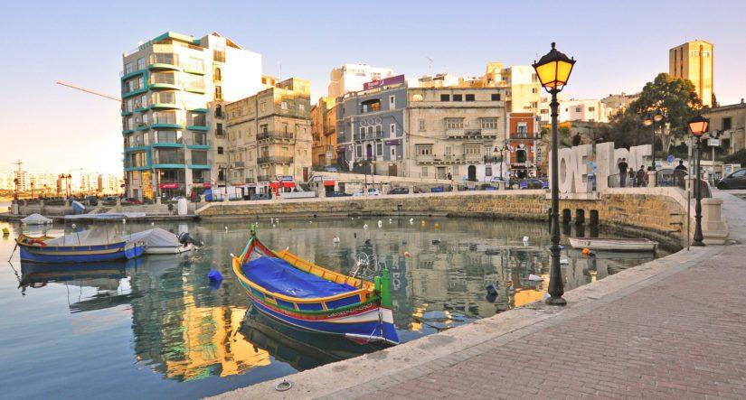 Maltalla on 300 aurinkoista päivää vuodessa mikä karistaa Pohjolan kaverista turhan alakuloisuuden pois.