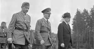 """Mannerheim kuuli Hitlerin saapuvan syntymäpäiväjuhliin: – """"Vad i helvete gör han här?"""""""