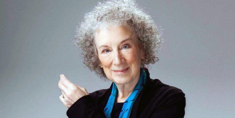 Margaret Atwood on kirjoittanut yli neljäkymmentä romaania, runokirjaa ja kriittisiä esseekokoelmia.