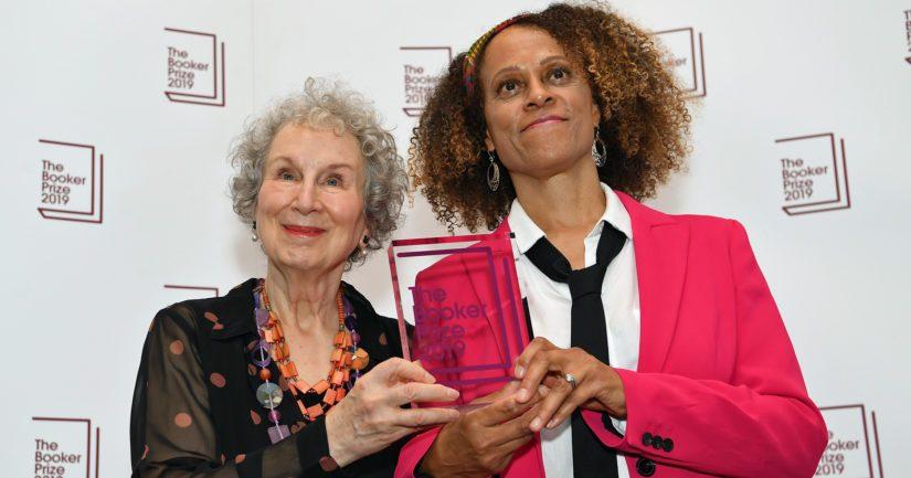 Margaret Atwood sai palkinnon toistamiseen, Bernardine Evaristonille kunnianosoitus oli ensimmäinen.