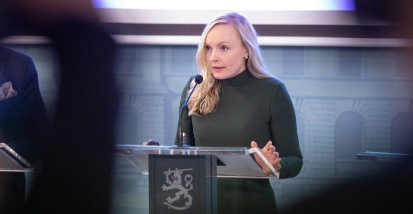– Tilanne vaatii meiltä jokaiselta paljon. Suomen rajaliikennettä rajoitetaan merkittävästi, sanoo sisäministeri Maria Ohisalo.