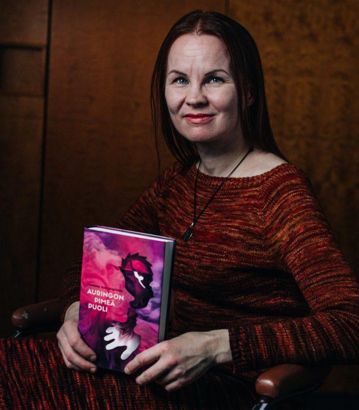 Marisha Rasi-Koskisen kirja sai lasten- ja nuortenkirjallisuuden Finlandia-palkinnon.