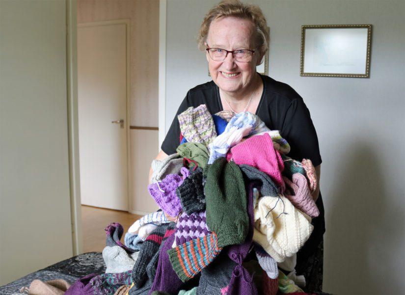 Valtaosa sukista lahjoitetaan tai annetaan hyväntekeväisyyteen, joten jokainen villasukka on kudottu sydämen lämmöllä ja kauniilla ajatuksilla.