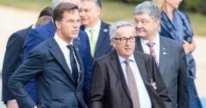 Nato-huippukokouksessa nähtiin Niinistö ja Trump – sekä ilmeisessä humalassa hoiperteleva Jean-Claude Juncker
