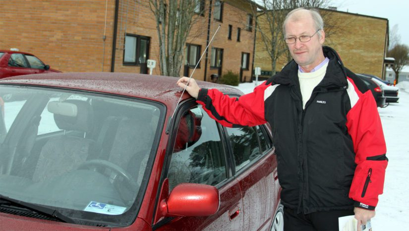 Vaikka Markulla on autossaan näkyvillä vammaisen pysäköintilupa, niin siitä huolimatta hänen oikeuksiaan luvan käyttämiseen on kyseenalaistettu.
