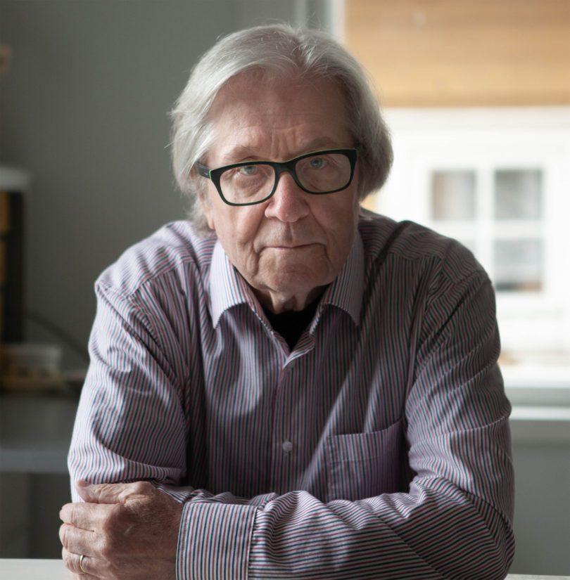 Markku Veijalainen toimi aikoinaan myös jonkin aikaa Vexi Salmen kanssa ohjelmatoimistossa, joka myi muun muassa Irwin Goodmania.