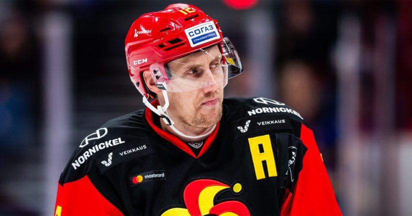 MM-kultajoukkueen kapteeni Marko Anttila luutii KHL:ssä Jokereiden paidassa.