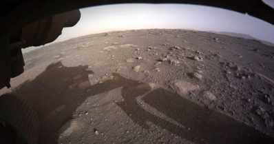 Marsiin laskeutunut mönkijä lähetti värikuvia – henkilöauton kokoinen laite painaa tonnin
