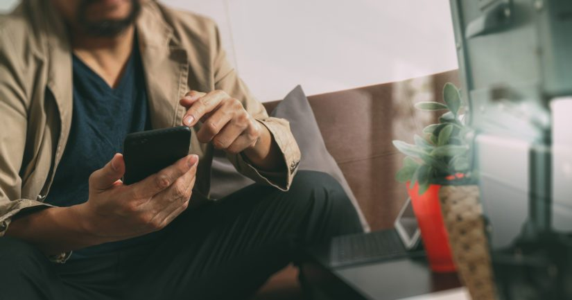 Tilaukset tehdään puhelimitse tai sähköpostitse. Tilaajayrityksen yhteystietona on usein gmx.com-päätteinen ilmaissähköposti ja aina prepaid-liittymä.