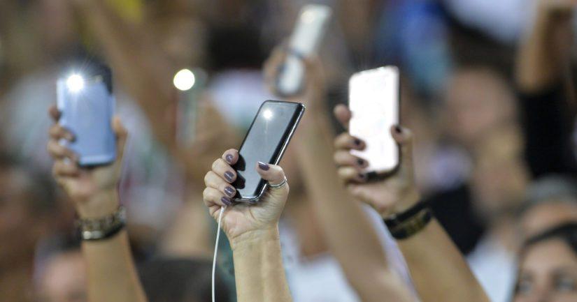 Puhelin on niin vakiintunut osa arkea, että sitä käytetään lähes kaikissa tilanteissa.
