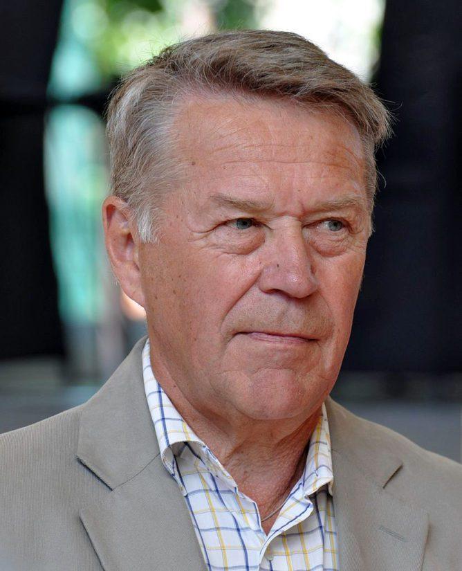 Suurimman hyväveli-vaikuttamisen Harri Nykänen kertoo kirjassaan liittyvän Veikkauksen toimitusjohtaja Matti Ahteeseen.