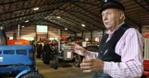 """Matilla on pikkupoikien unelma – """"Kaikki 152 traktoria ovat toimintakuntoisia!"""""""