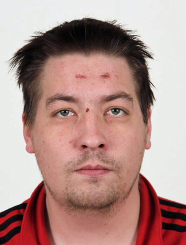Matti Qvickiä (s. 1988, pituus 181 cm) etsitään suorittamaan 712 päivää vankeutta. Qvick on tuomittu muun muassa raiskauksesta, törkeästä kotirauhan rikkomisesta, törkeästä varkaudesta ja pahoinpitelyistä.