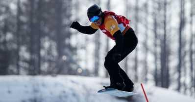 Matti Suur-Hamari laski lumilautacrossin paralympiakultaan – menetti jalkansa aikoinaan moottoripyöräonnettomuudessa