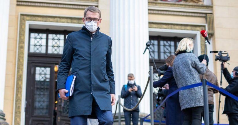 Valtiovarainministeri Matti Vanhanen saapui kommentoimaan vuoden 2020 seitsemättä lisätalousarviota Säätytalolla.