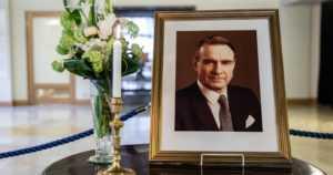 Suunnittelukilpailussa saatiin 138 ehdotusta presidentti Mauno Koiviston hautamuistomerkiksi