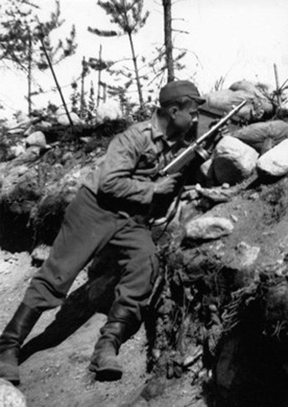 Mauno Koivisto kutsuttiin jatkosodan alkaessa asepalvelukseen vain 18-vuotiaana.