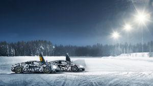 Nastoilla on tekemistä, kun 570 hevosvoimaa pyrittävät renkaita jäällä. (Kuva McLaren)