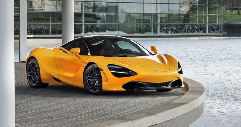 McLarenin F1-talli nappasi ensimmäisen voittonsa reilut 50 vuotta sitten – juhlat kolmen katuauton voimin
