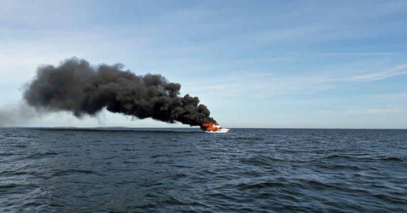 Suomenlahdella kulkeneessa moottoriveneessä oli hätätilanne aluksen sytyttyä palamaan.