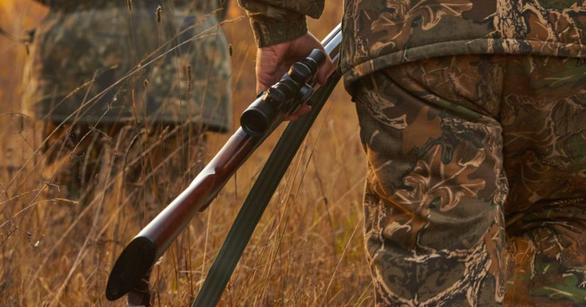Kaksi metsästäjää sai tapahtuman johdosta lieviä vammoja.