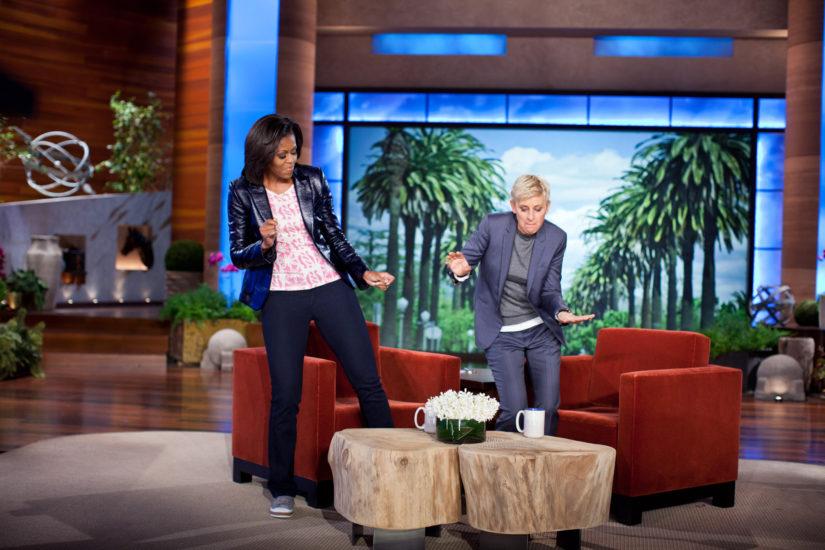 Michelle Obaman ja Ellen DeGeneresin tanssihetki televisiossa toi tunnetuksi Valkoisen talon rennon valtiattaren (Kuva Chuck Kennedy/White House).