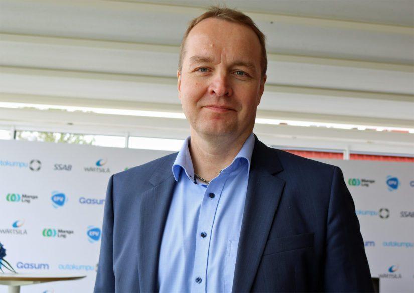 Manga LNG Oy:n toimitusjohtaja Mika Kolehmaisen mukaan nesteytetyllä maakaasulla on hyvää nostetta esimerkiksi merenkulussa.