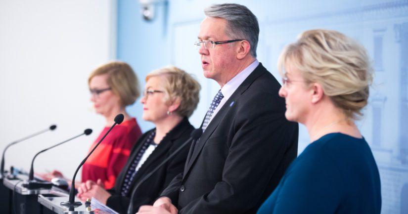 Uudistuksista kertoivat ministerit Paula Risikko, Anu Vehviläinen, Juha Rehula sekä Pirkko Mattila.