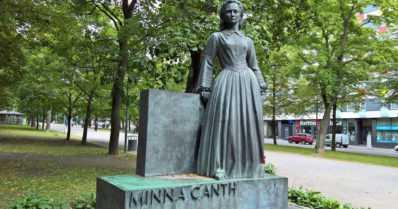 Minna Canth otti kantaa yhteiskunnallisiin epäkohtiin – kirjailija sai ensimmäisenä suomalaisnaisena oman liputuspäivän