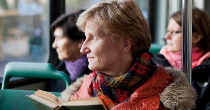 Minna Lindgrenin uusin romaani Vihainen leski on räväkkä vaihtoehto äitienpäiväkirjaksi.