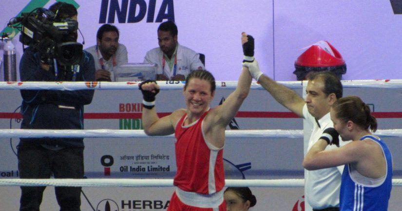 Mira Potkonen voitti ottelunsa nyrkkeilyn MM-kisojen Intiassa ja eteni puolivälieriin.