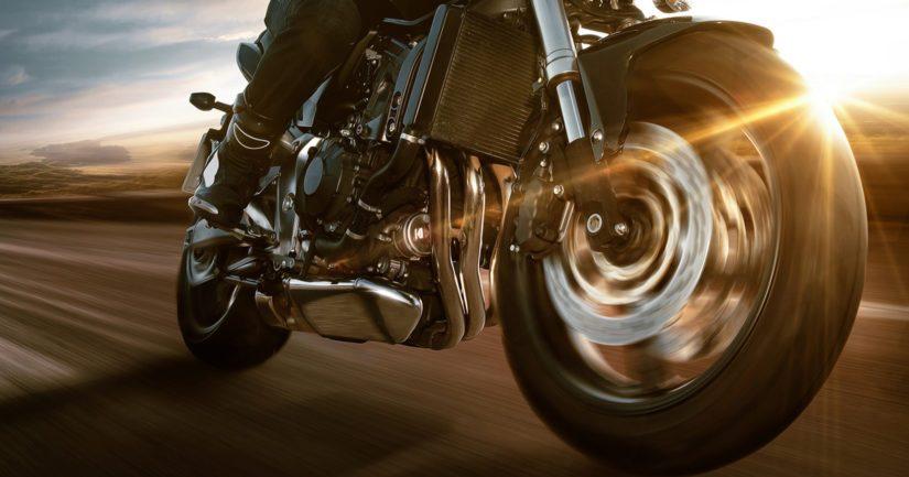 Moottoripyörä löytyi lopulta yksityisasunnon parkkipaikalta ja sen kuljettajaksi epäilty 24-vuotias mies asunnon sisältä.