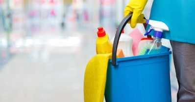 Siivous vähentää koronavirusta pinnoilta – muttei poista sitä kokonaan