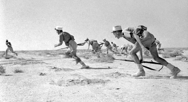 Muukalaislegioona jakautui toisessa maailmansodassa kahtia, Vapaan Ranskan joukot hyökkäävät Bir Hakeimiin. Entinen legioonalainen Albert Penttilä tuli talvisotaan.
