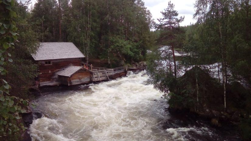 Myllykosken vuolas virta yhdistää Jyrävänjärven ja Kitkajoen. (Kuva AOP)