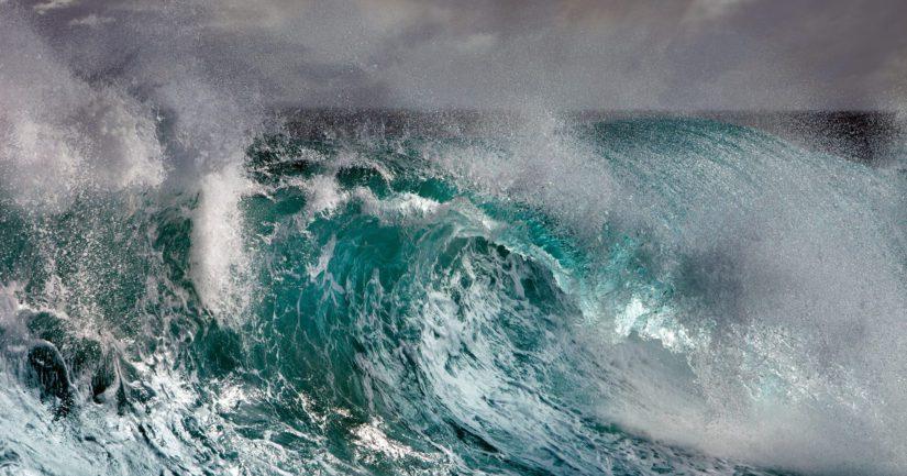Tuuli itsessään Etelä-Kiinan merellä ei ole liian kova, mutta aallokko suomalaisittain valtava. Vaarana on, että se voisi rikkoa veneen rungon.