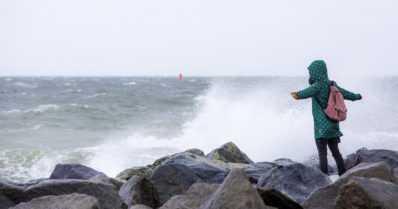 Voimakas syysmyrsky saapuu Suomeen – mukana puuskaisia tuulia ja rankkasateita
