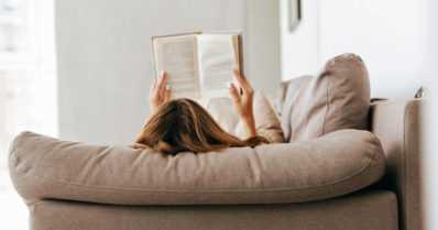 Kirjat sen kertovat – kevät tulee kuntoillen ja siivoten, mutta myös herkutellen ja aivoja ajatellen