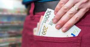 Nainen vetosi vakavaan sairauteensa – lainasi tekosyyllä huomattavia summia rahaa