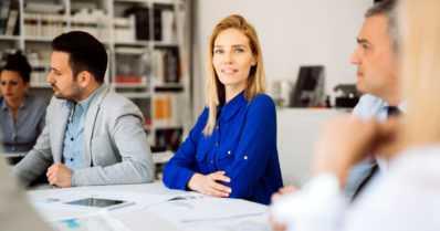 Nuoret naiset etenevät pörssiyhtiöiden johtoon – koulutustaustassa huomattavia eroja miehiin