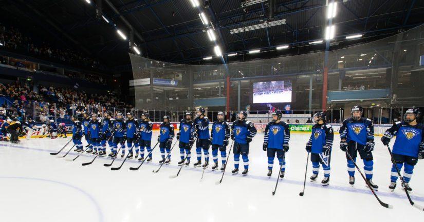 Täpötäysi Espoon Metro Areena eli vahvasti Naisleijonien tukena koko ottelun ajan.