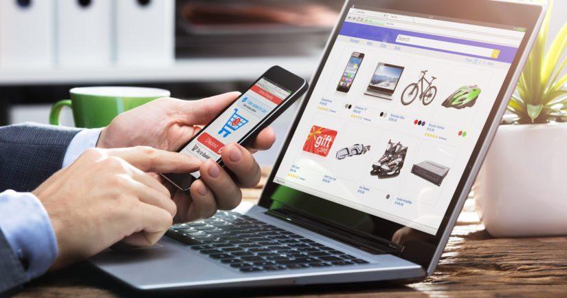 Verkkokaupassa suomalainen maksaa ostoksensa mieluiten tietokoneella siirtymällä verkkopankkiin.