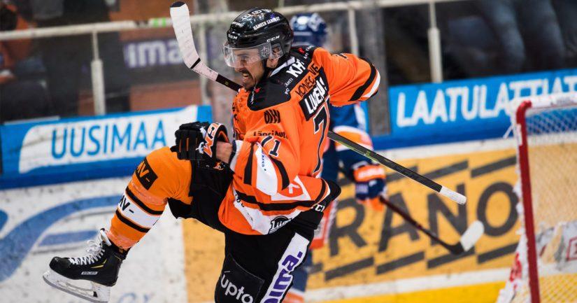 HPK:n Niklas Lucenius karkasi jäähyaitiosta ratkaisijaksi aiempina vuosina edustamaansa Tapparaa vastaan.