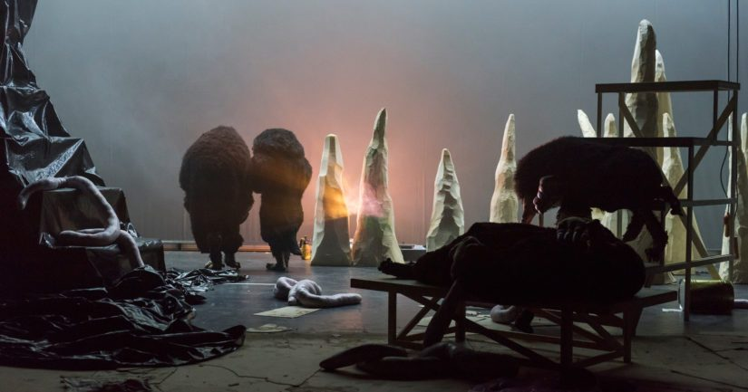 Ranskalaisen huippuohjaajan Philippe Quesnen The Night of the Moles luo näyttämölle maanalaisen maailman.